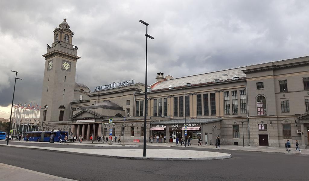 Киевский вокзал в Москве (вид с Киевской площади)