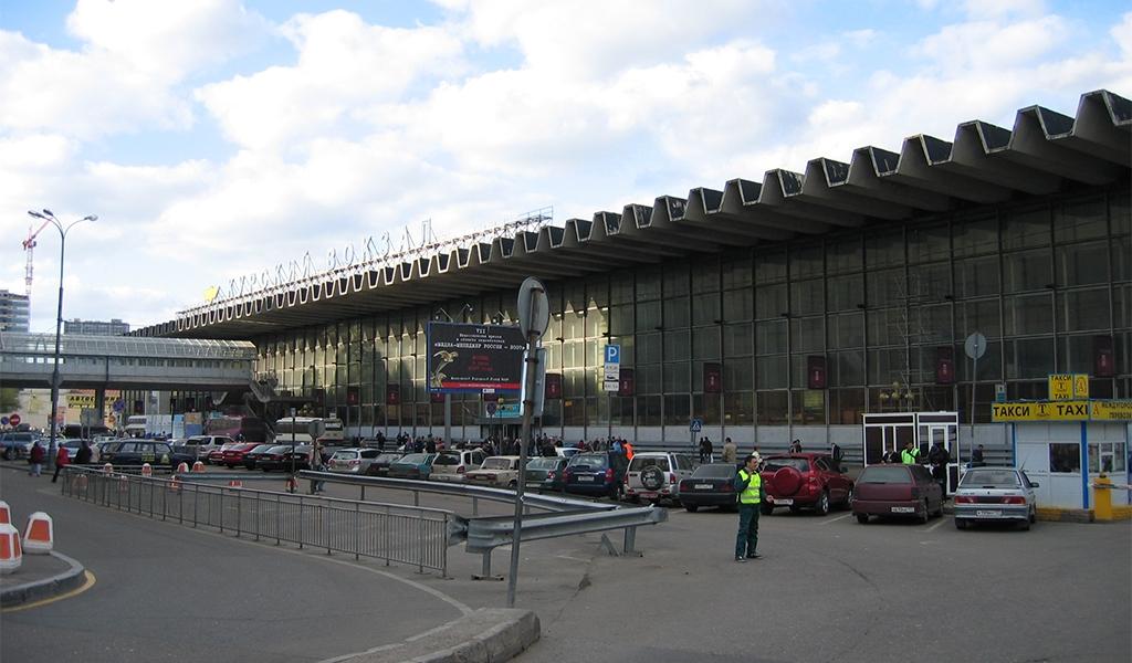Курский вокзал в Москве (вид с привокзальной площади)